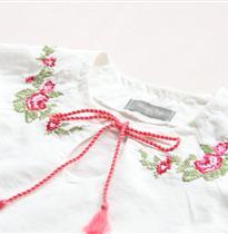 前胸花朵刺绣