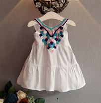 圆圈衣领刺绣裙